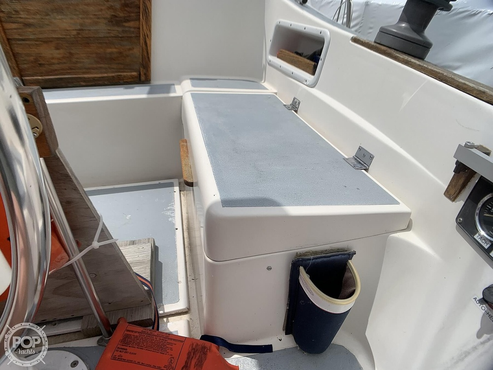 1980 Hunter boat for sale, model of the boat is 30 & Image # 32 of 40