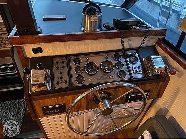 1983 Carver boat for sale, model of the boat is 3207 aft cabin & Image # 2 of 19