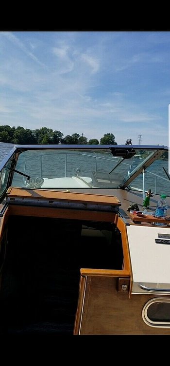 1983 Sea Ray boat for sale, model of the boat is 270 Sundancer & Image # 6 of 9