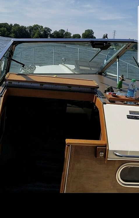 1983 Sea Ray boat for sale, model of the boat is 270 Sundancer & Image # 3 of 9