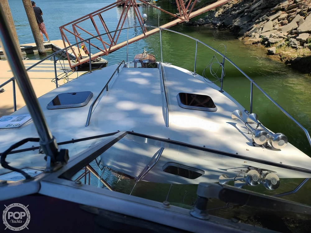 1987 Sea Ray boat for sale, model of the boat is 270 & Image # 23 of 40