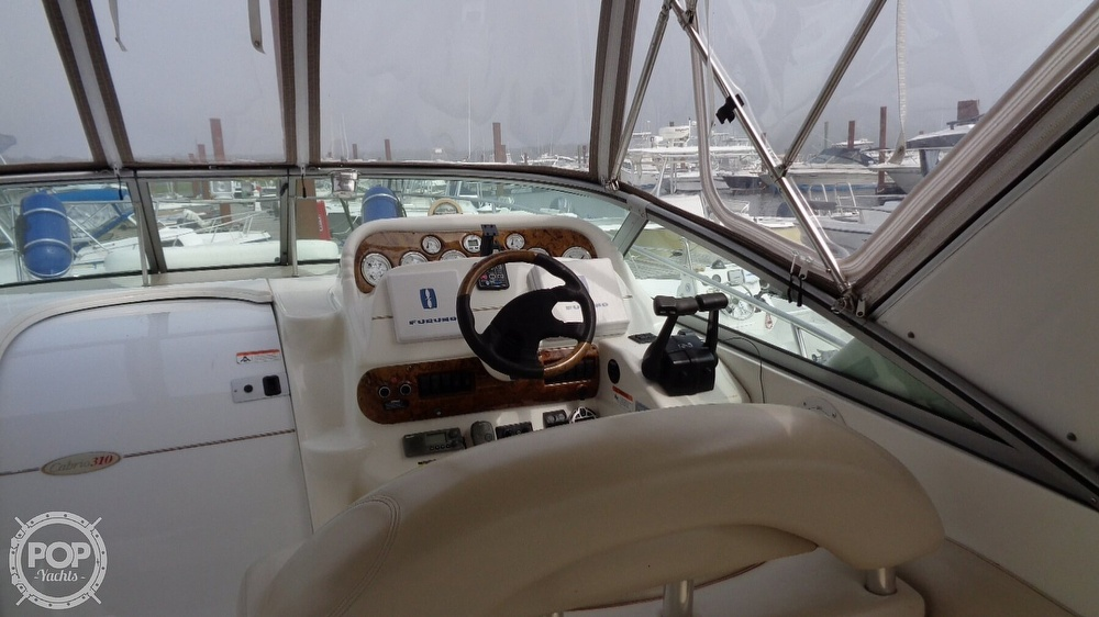 2003 Larson boat for sale, model of the boat is Cabrio 310 & Image # 23 of 40