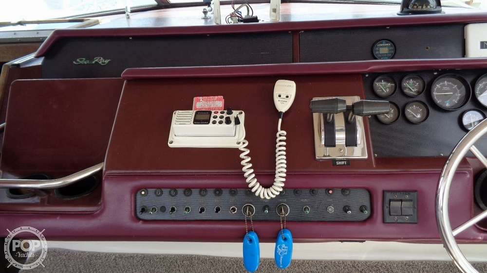 1990 Sea Ray boat for sale, model of the boat is 310 Sundancer & Image # 17 of 40