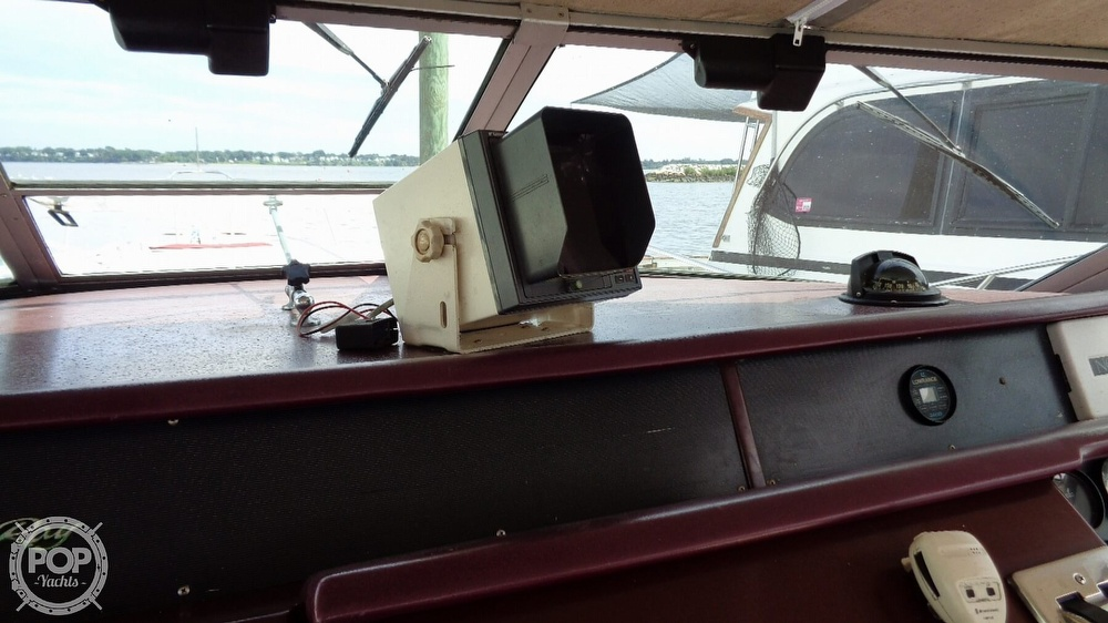 1990 Sea Ray boat for sale, model of the boat is 310 Sundancer & Image # 20 of 40