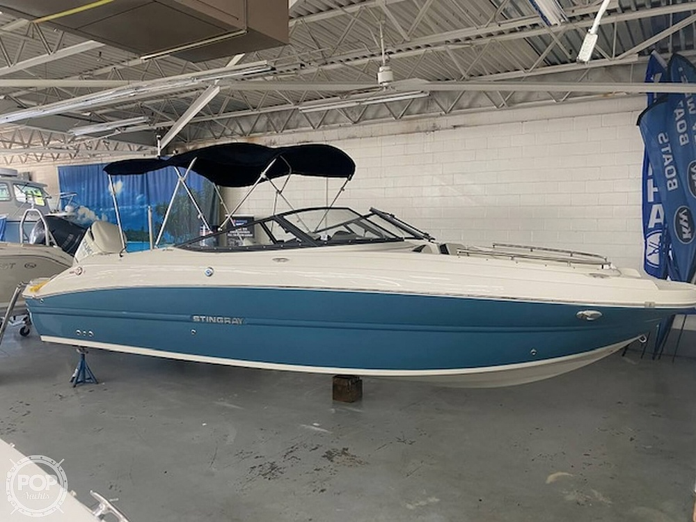 2020 Stingray boat for sale, model of the boat is 231 DC & Image # 3 of 40