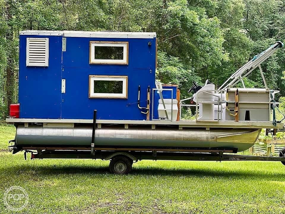 1995 Custom boat for sale, model of the boat is Cabin Tritoon & Image # 9 of 17