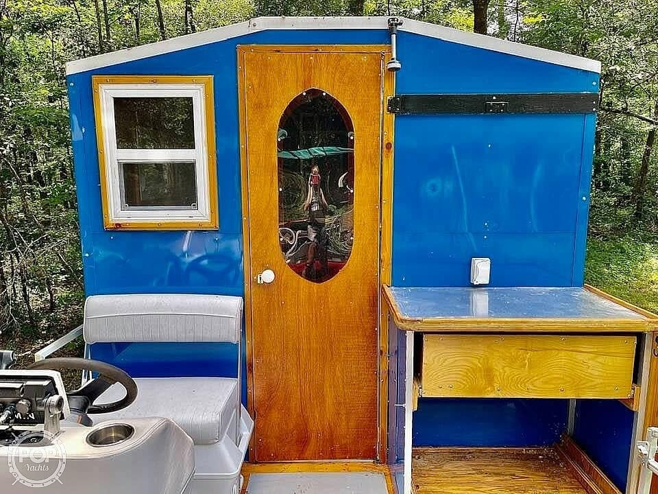 1995 Custom boat for sale, model of the boat is Cabin Tritoon & Image # 11 of 17
