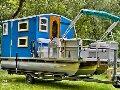Custom Cabin Tritoon, 20', for sale - $29,000