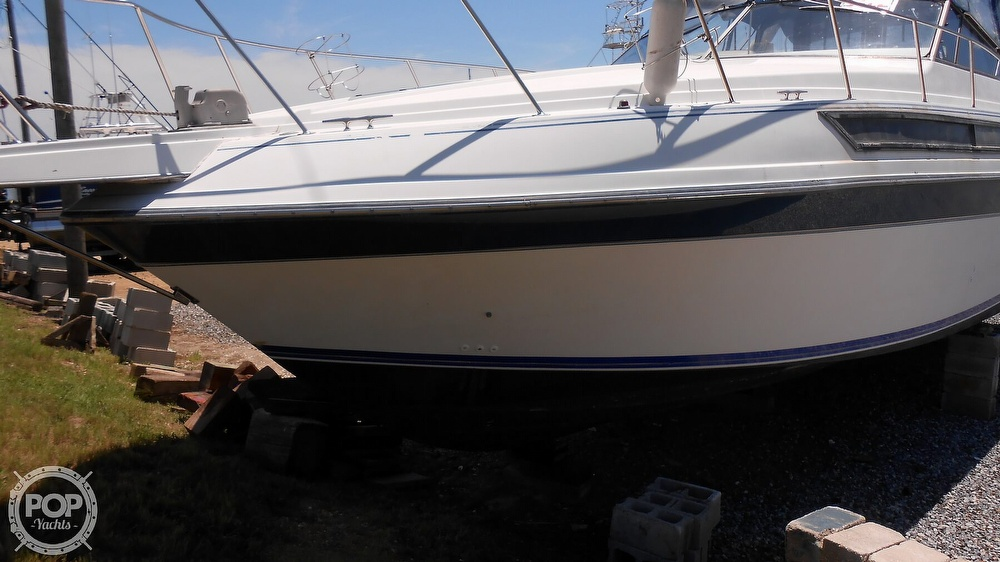 1990 Carver boat for sale, model of the boat is 3557 Montego & Image # 21 of 40