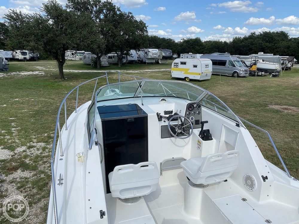 2001 Wellcraft boat for sale, model of the boat is 22 Walkaround & Image # 21 of 40