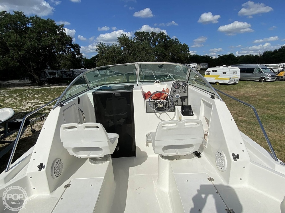 2001 Wellcraft boat for sale, model of the boat is 22 Walkaround & Image # 22 of 40
