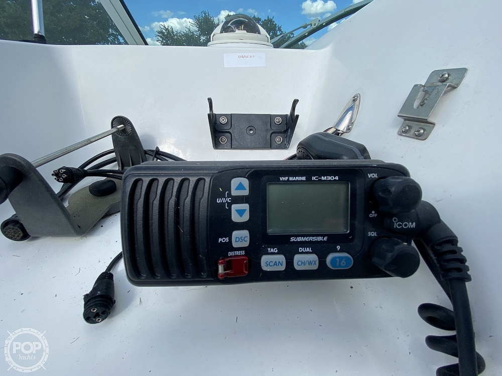 2001 Wellcraft boat for sale, model of the boat is 22 Walkaround & Image # 39 of 40
