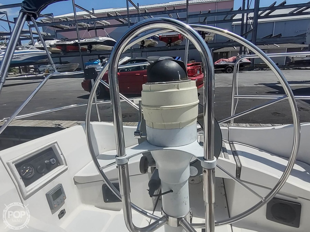 1989 Hunter boat for sale, model of the boat is 32 Vision & Image # 11 of 40