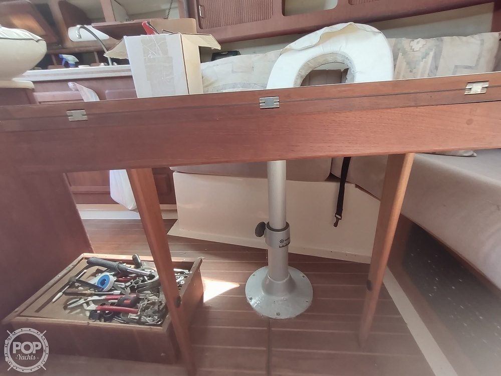 1989 Hunter boat for sale, model of the boat is 32 Vision & Image # 35 of 40