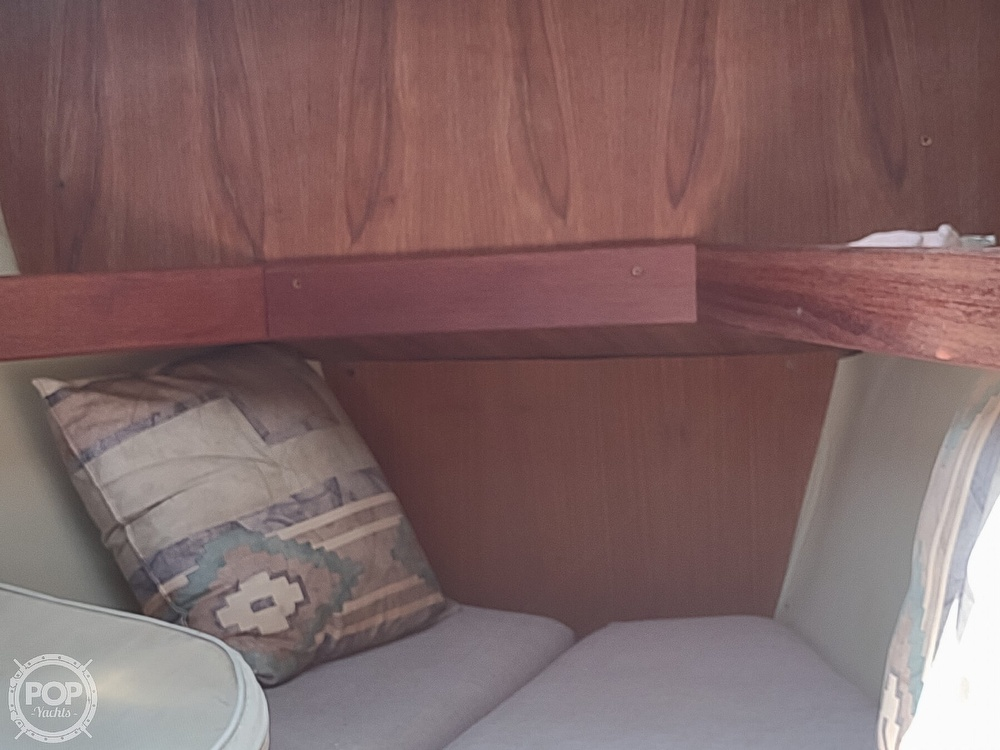 1989 Hunter boat for sale, model of the boat is 32 Vision & Image # 36 of 40