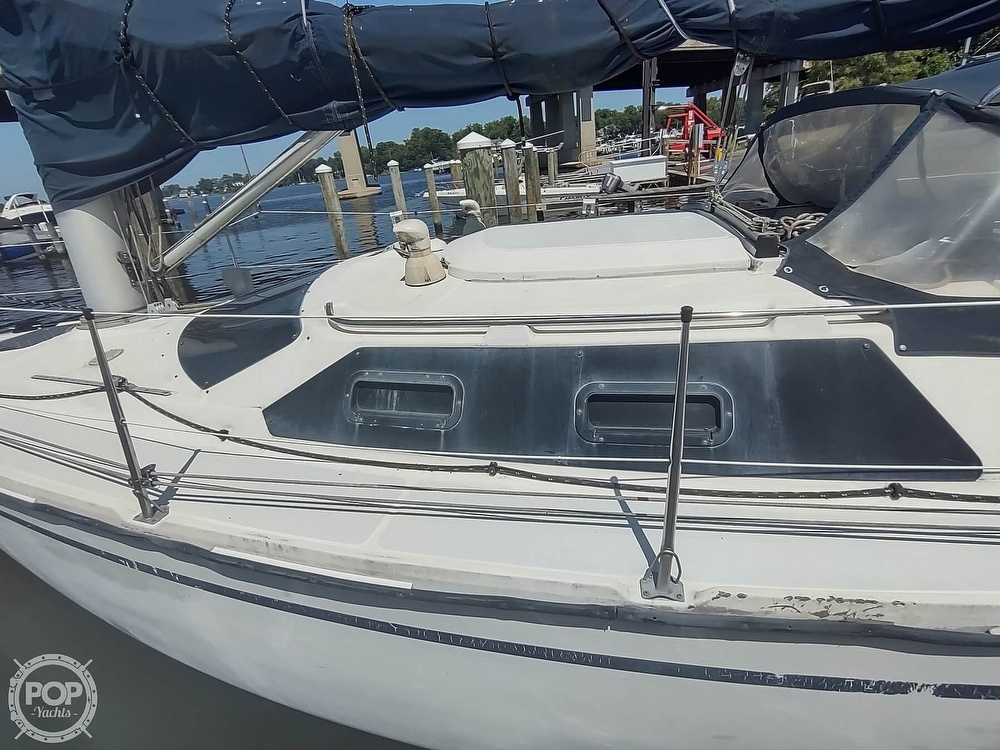 1989 Hunter boat for sale, model of the boat is 32 Vision & Image # 8 of 40
