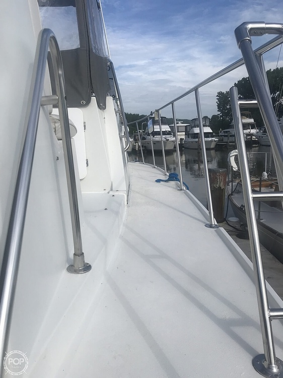 1995 Carver boat for sale, model of the boat is 330 Mariner & Image # 25 of 40