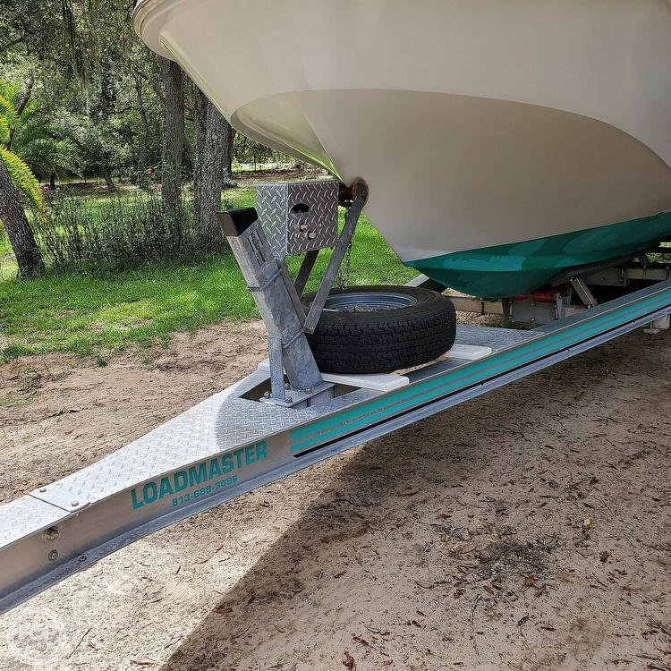 1987 Boston Whaler boat for sale, model of the boat is 2200 Temptation MPFI & Image # 21 of 40
