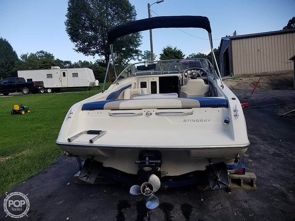 2003 Stingray boat for sale, model of the boat is 220 CS & Image # 2 of 15