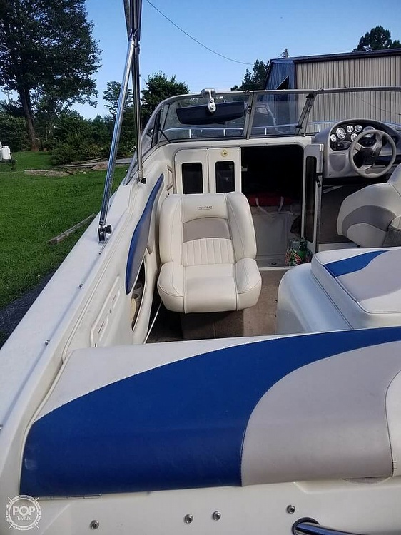 2003 Stingray boat for sale, model of the boat is 220 CS & Image # 4 of 15