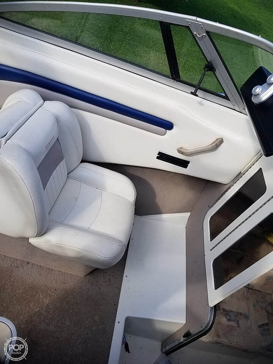 2003 Stingray boat for sale, model of the boat is 220 CS & Image # 5 of 15