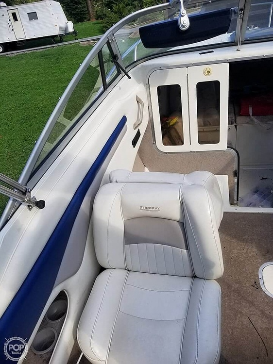 2003 Stingray boat for sale, model of the boat is 220 CS & Image # 12 of 15