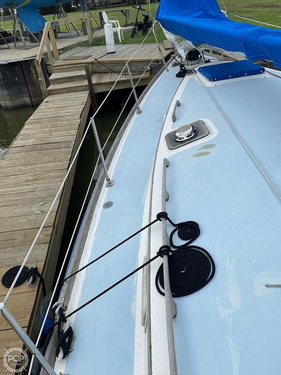 1982 Freedom Yachts boat for sale, model of the boat is Cat Ketch 33 & Image # 6 of 40