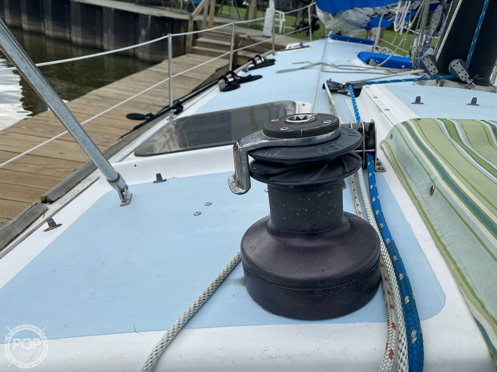 1982 Freedom Yachts boat for sale, model of the boat is Cat Ketch 33 & Image # 7 of 40