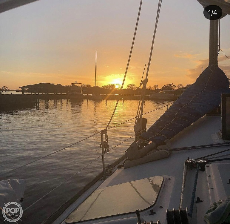 1982 Freedom Yachts boat for sale, model of the boat is Cat Ketch 33 & Image # 9 of 40