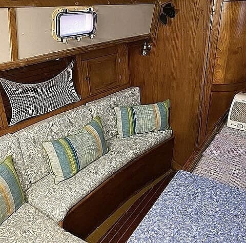 1982 Freedom Yachts boat for sale, model of the boat is Cat Ketch 33 & Image # 28 of 40
