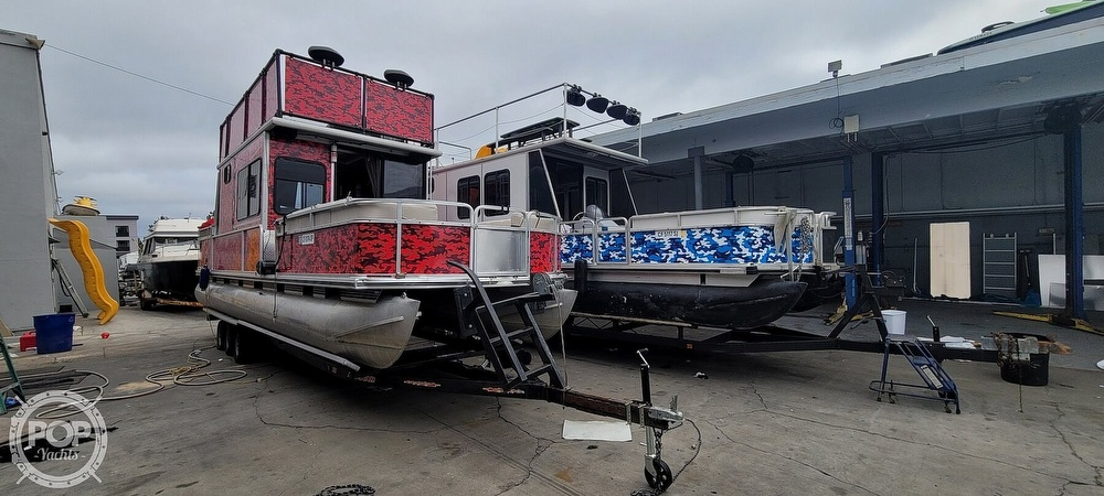 2000 Sun Tracker boat for sale, model of the boat is Party Cruiser 32 & Image # 9 of 40