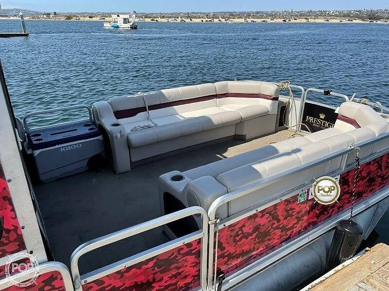 2000 Sun Tracker boat for sale, model of the boat is Party Cruiser 32 & Image # 20 of 40