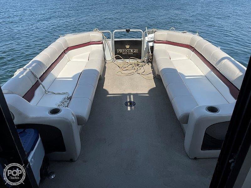 2000 Sun Tracker boat for sale, model of the boat is Party Cruiser 32 & Image # 21 of 40