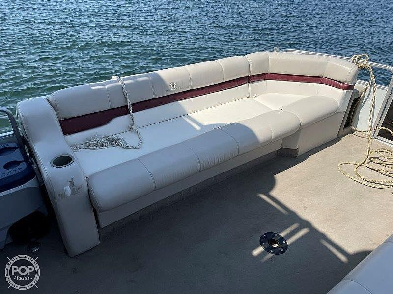 2000 Sun Tracker boat for sale, model of the boat is Party Cruiser 32 & Image # 22 of 40