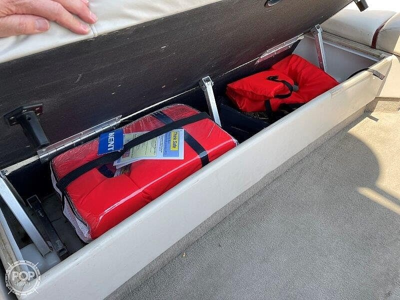 2000 Sun Tracker boat for sale, model of the boat is Party Cruiser 32 & Image # 23 of 40