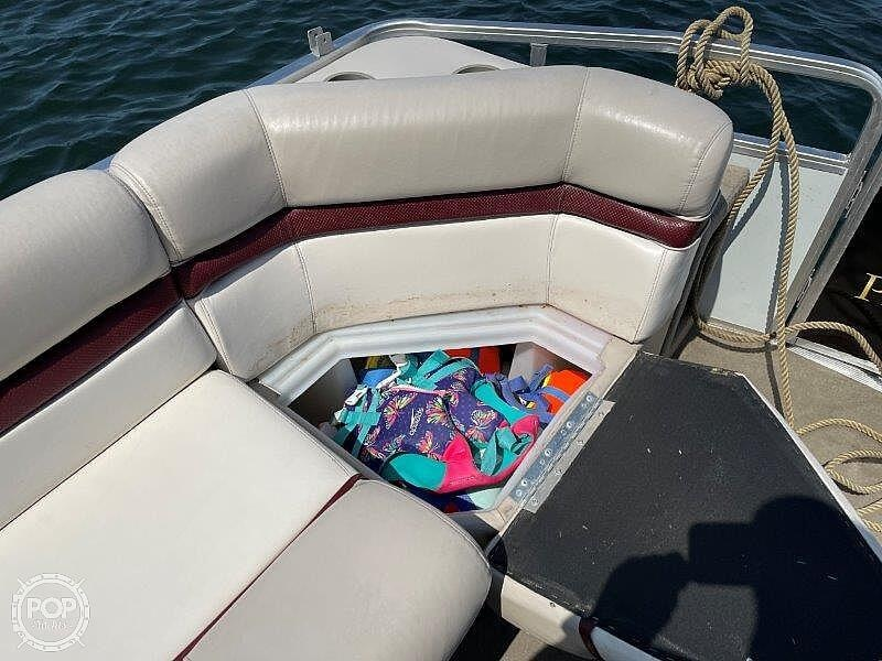 2000 Sun Tracker boat for sale, model of the boat is Party Cruiser 32 & Image # 24 of 40
