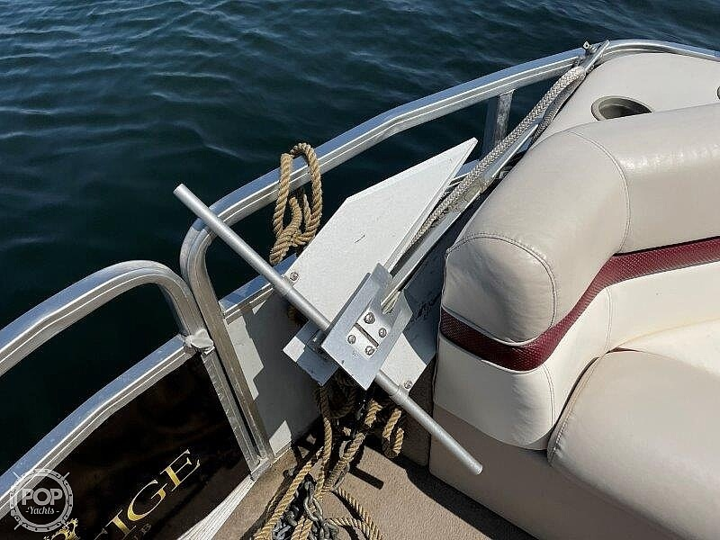 2000 Sun Tracker boat for sale, model of the boat is Party Cruiser 32 & Image # 25 of 40