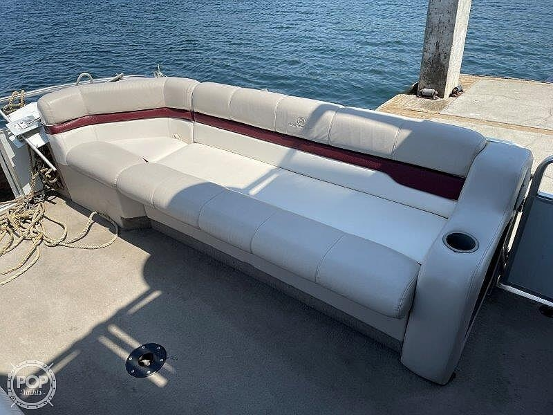 2000 Sun Tracker boat for sale, model of the boat is Party Cruiser 32 & Image # 26 of 40