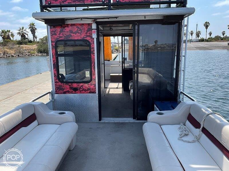 2000 Sun Tracker boat for sale, model of the boat is Party Cruiser 32 & Image # 30 of 40