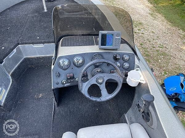 2000 Champion boat for sale, model of the boat is Fish Hunter 194 & Image # 4 of 10