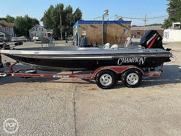 2000 Champion boat for sale, model of the boat is Fish Hunter 194 & Image # 9 of 10