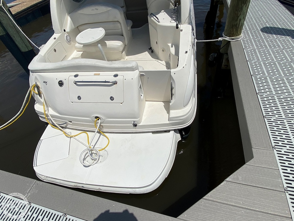 2005 Sea Ray boat for sale, model of the boat is 280 Sundancer & Image # 20 of 40