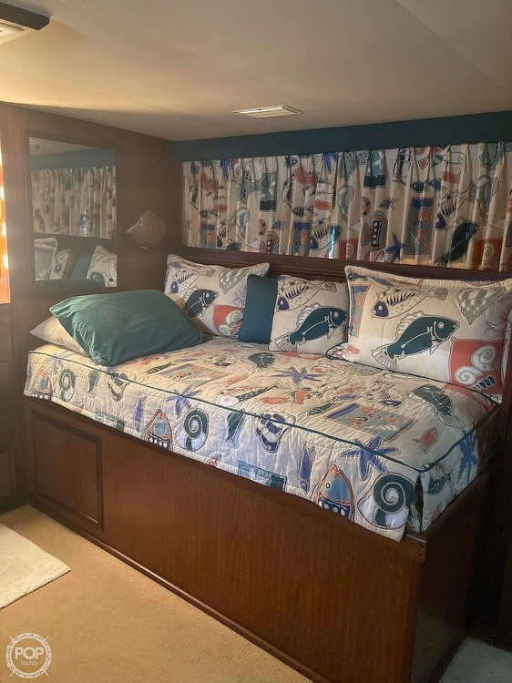 1975 Hatteras boat for sale, model of the boat is Double Cabin & Image # 13 of 40