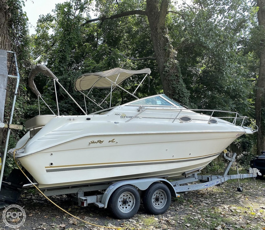 1997 Sea Ray boat for sale, model of the boat is Sundancer & Image # 3 of 40