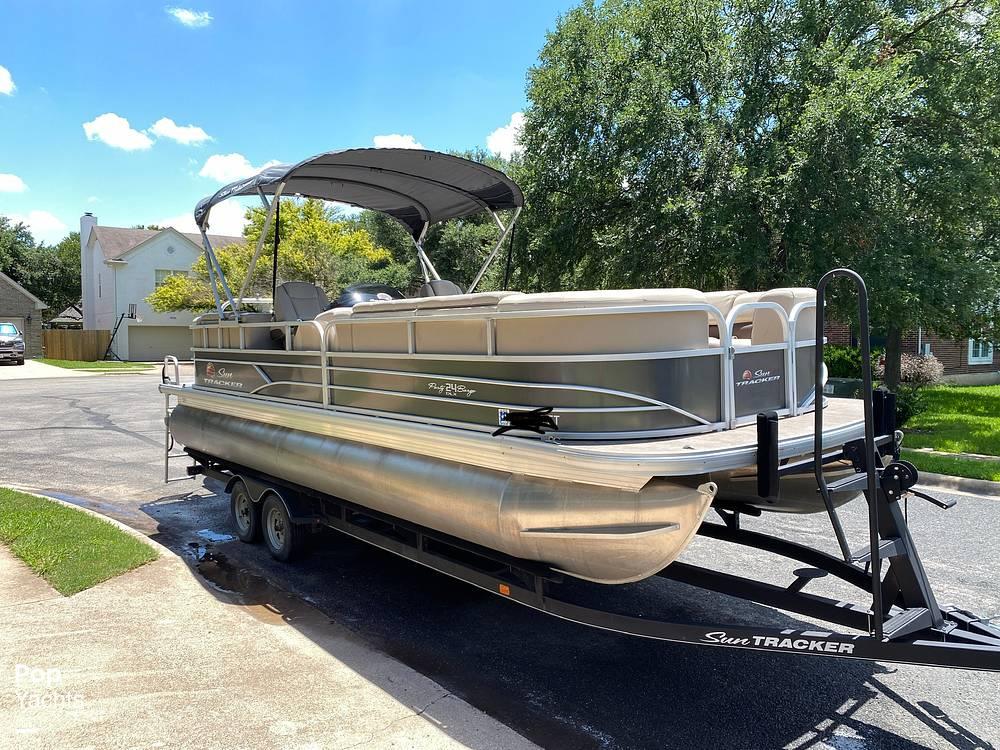 2019 Sun Tracker 24 DLX Party Barge - #$LI_INDEX