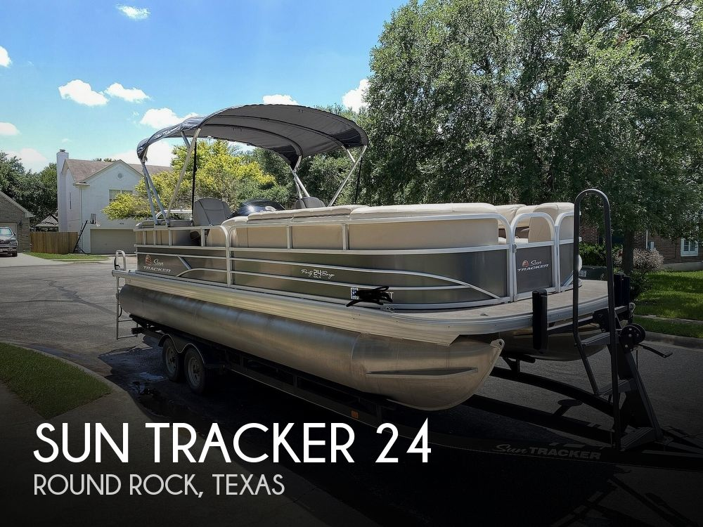 2019 Sun Tracker boat for sale, model of the boat is 24 DLX Party Barge & Image # 1 of 40
