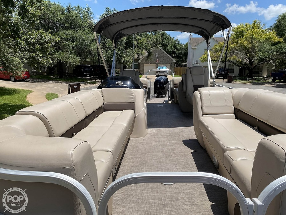 2019 Sun Tracker boat for sale, model of the boat is 24 DLX Party Barge & Image # 8 of 40