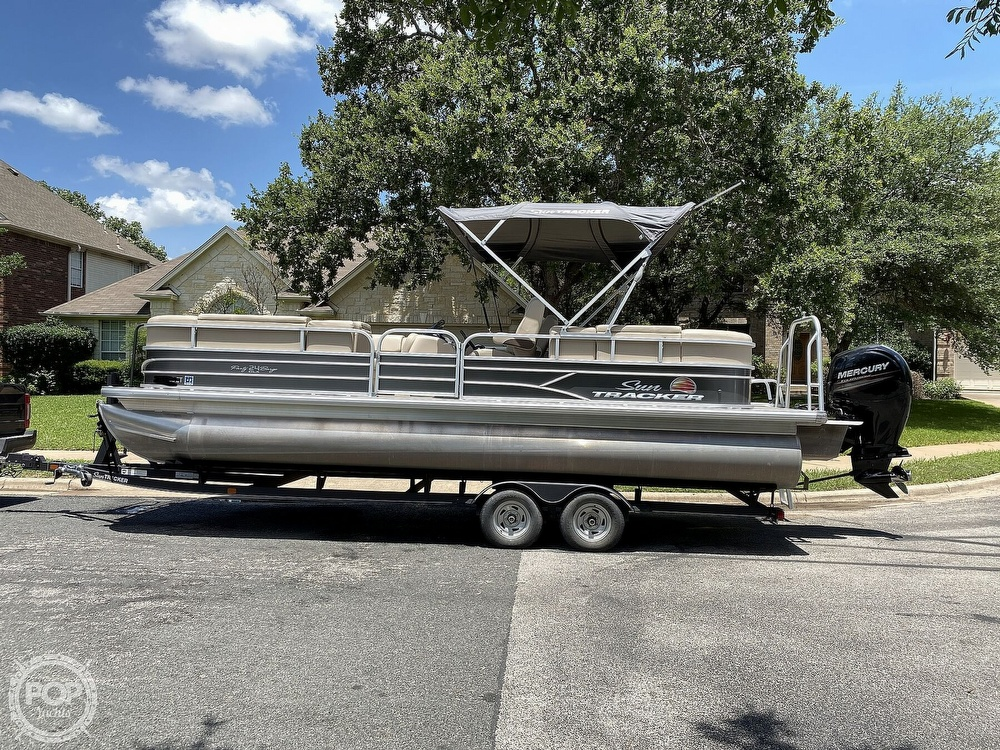 2019 Sun Tracker boat for sale, model of the boat is 24 DLX Party Barge & Image # 6 of 40