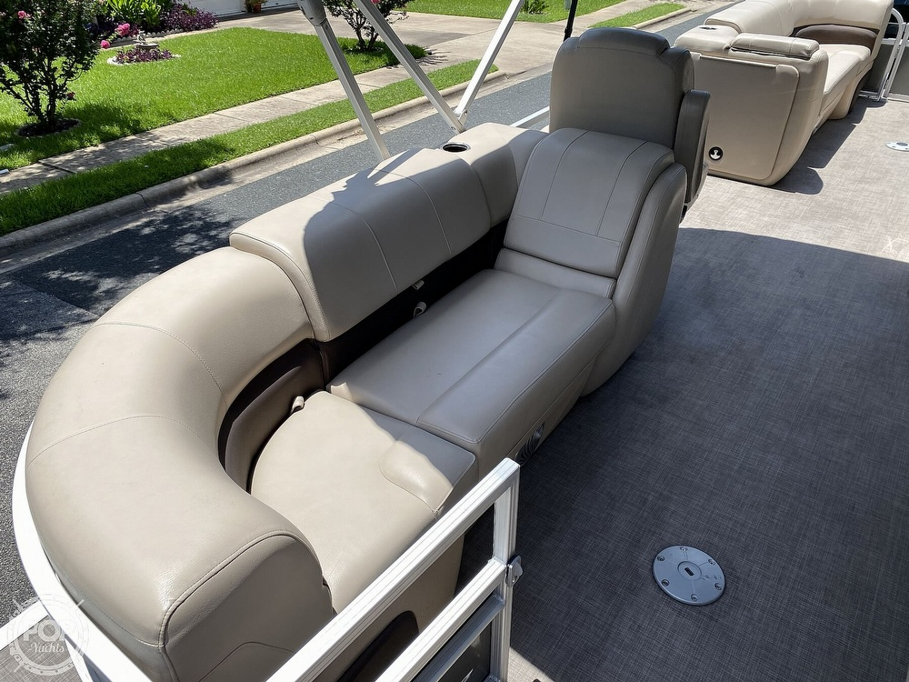 2019 Sun Tracker boat for sale, model of the boat is 24 DLX Party Barge & Image # 9 of 40