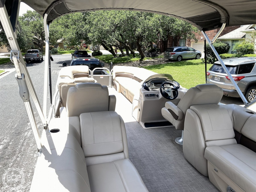 2019 Sun Tracker boat for sale, model of the boat is 24 DLX Party Barge & Image # 11 of 40